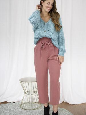 Cardigan blauw broek roze outfit